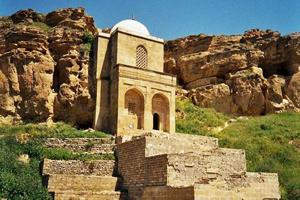 http://azerbaijans.com/uploads/Diri_Baba_mausoleum444.jpg