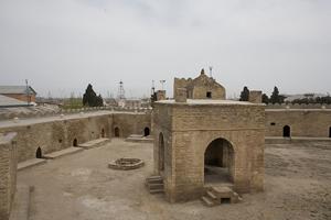 http://azerbaijans.com/uploads/ateshgah555.jpg