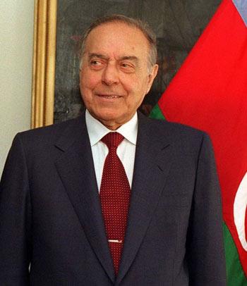 http://azerbaijans.com/uploads/heydar-aliyev_844.jpg